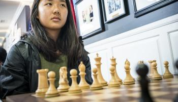Annie Wang looking up before chess game starts, Photo Lennart Ootes